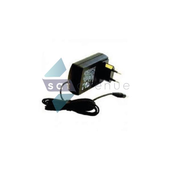 Chargeur secteur avec kit multiprises internationales - 7101-Satavenue